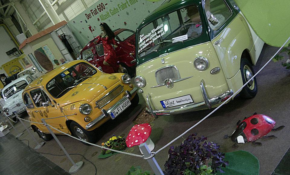 Fiat 600 und Multipla als Glückspfennig und Kleeblatt.
