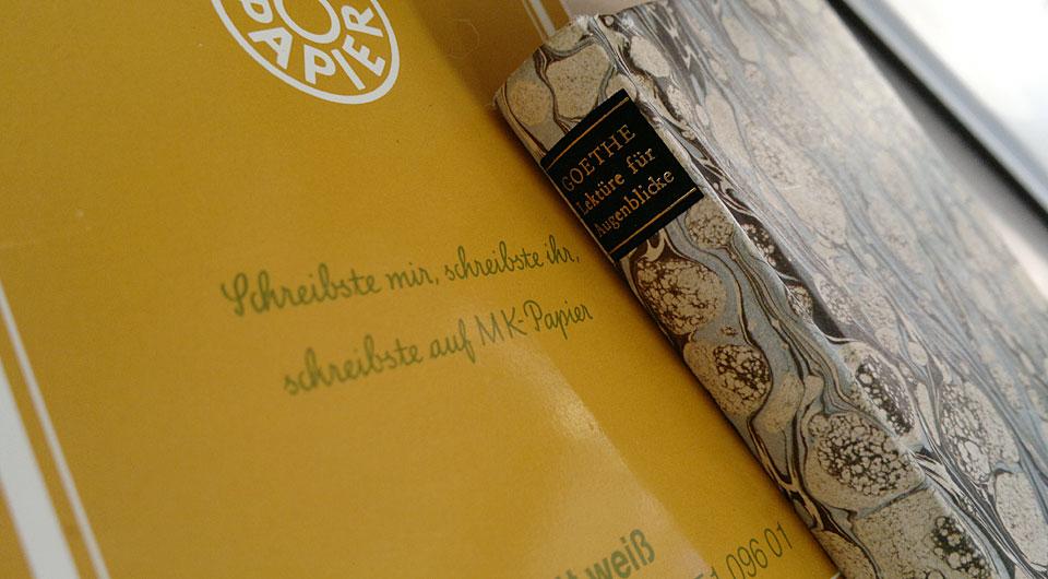 """Ein Briefblock und Goethes """"Lektüre für Augenblicke"""" werden mich nun begleiten."""