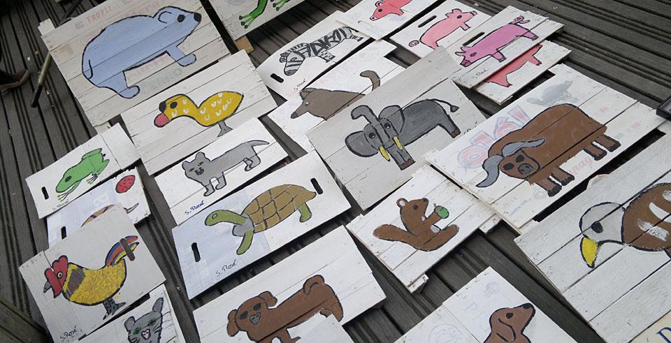Auf dem Flohmarkt: Dieser Künstler kann auch Schildkröten malen. Unter anderem...
