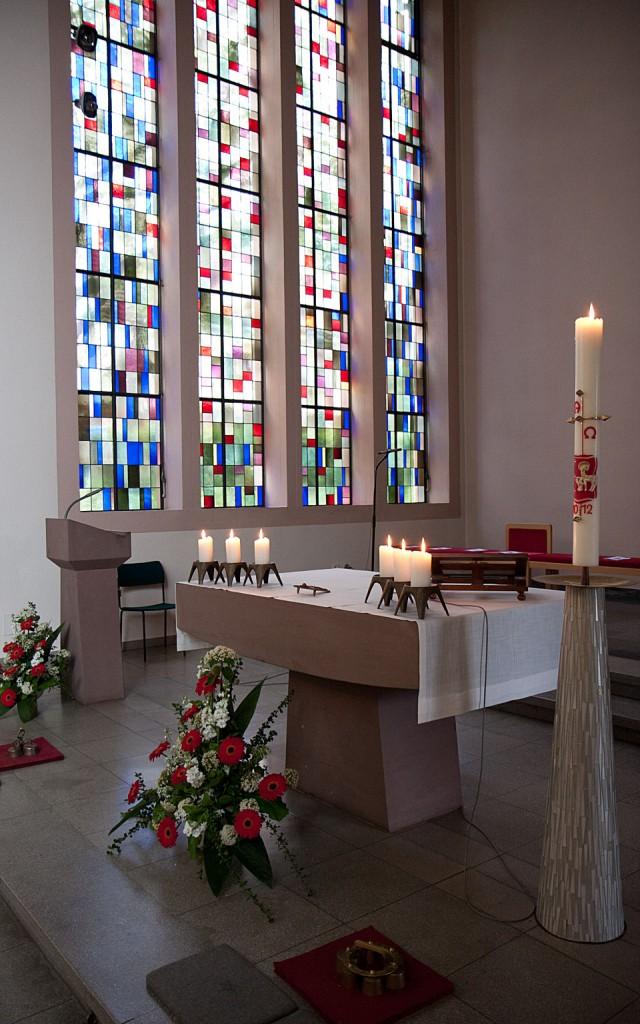 Der Altar in der katholischen Kirche Weilmünster