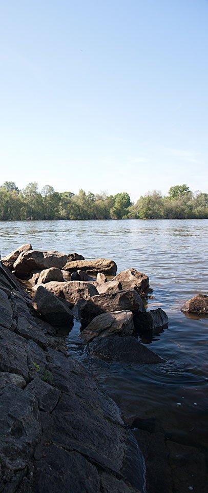 Steine und Wasser - leichte Plätschern - hier kann man ruhig werden...