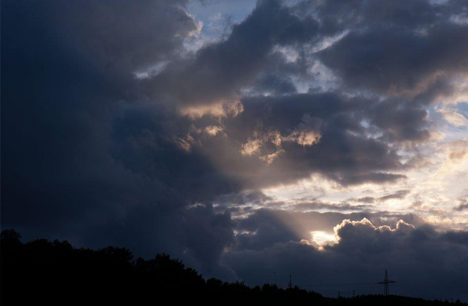 ...ein leuchtender Strahl durch die wirren Wolken.