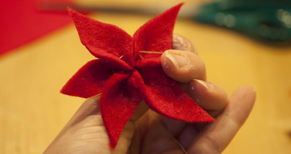 Beim Zusammenziehen der Blätter darauf achten, dass die Kanten zueinander hoch stehen.