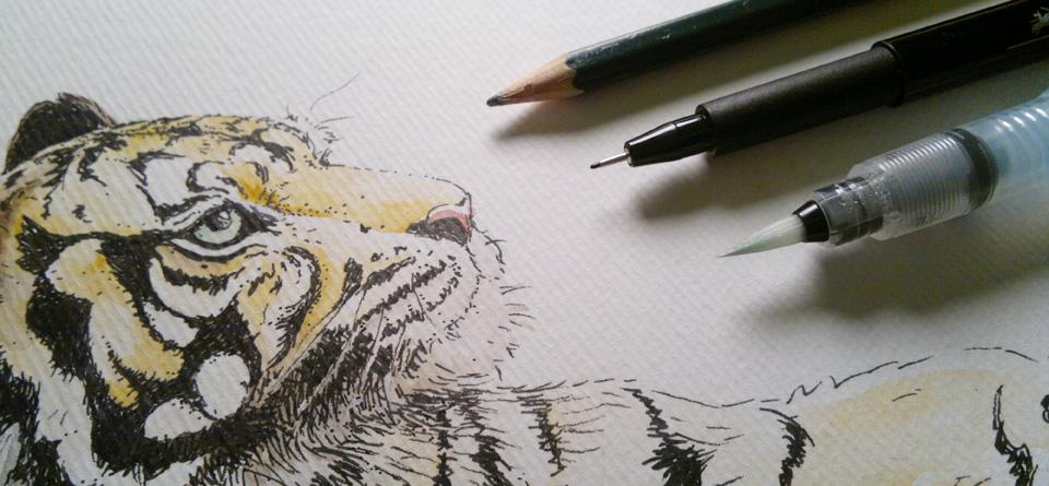 Die drei Werkzeuge: Bleistift, Tuschestift und Waterbrushpinsel.