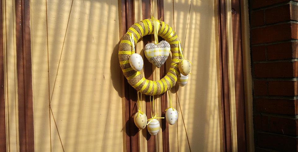 Frohe Ostern – Begrüßung an unserer Tür.