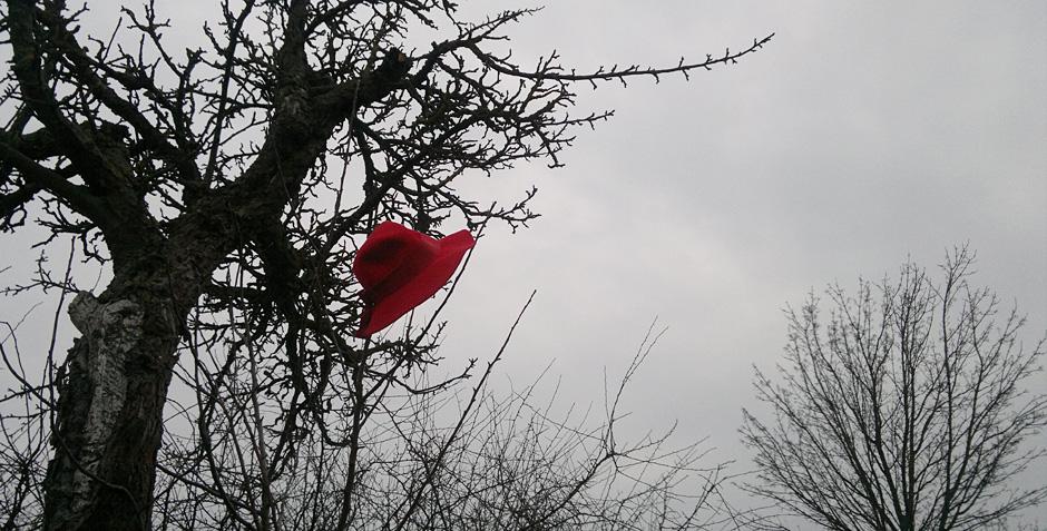 Verloren –der rote Hut.