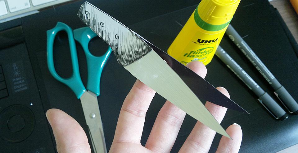 Klebstoff bringt Papier und Magnetfolie zusammen –aber Achtung, dass das Lesezeichen nicht verklebt.