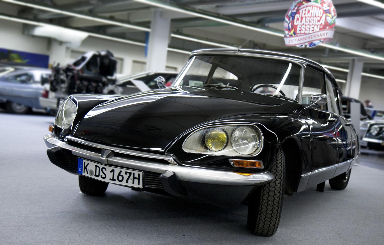 Französische Schönheit – die schwarze DS von Citroën.
