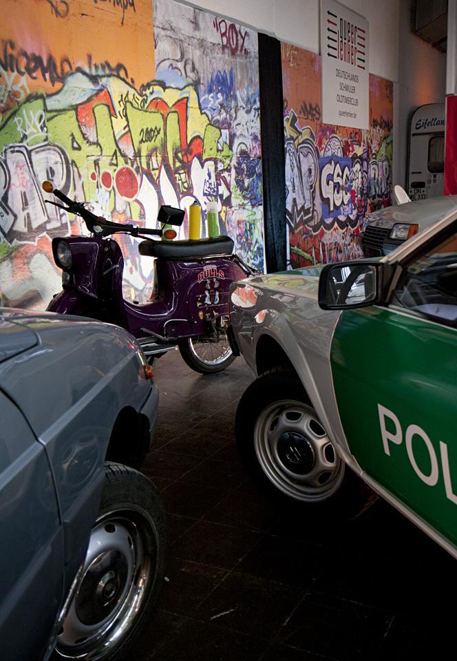 Graffiti Sprayer am Werk, aber die Polizei ist schon da! – Querlenker-Stand in Halle 8.1