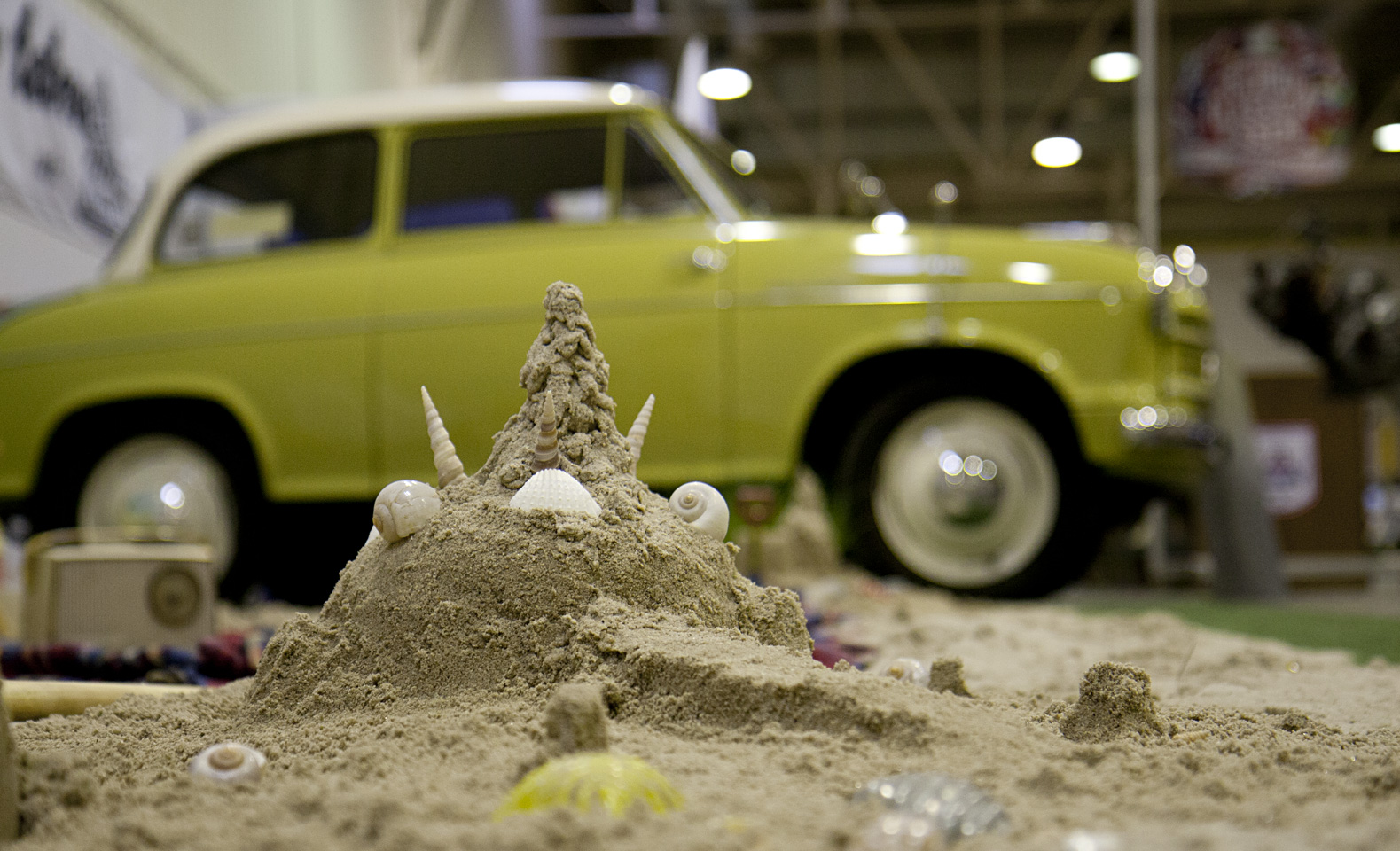 Sandburgen bauen am Lloyd Stand.