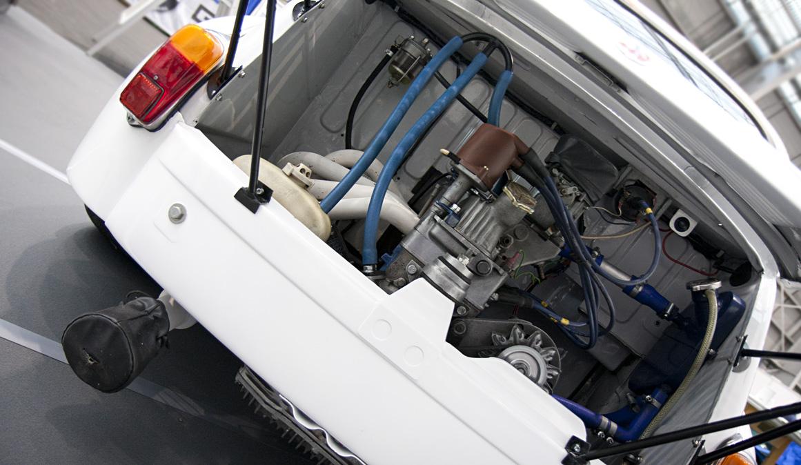 Rennsemmel: Fiat 600 Abarth – mit süßem Schoner über Vergaser und Endrohr.