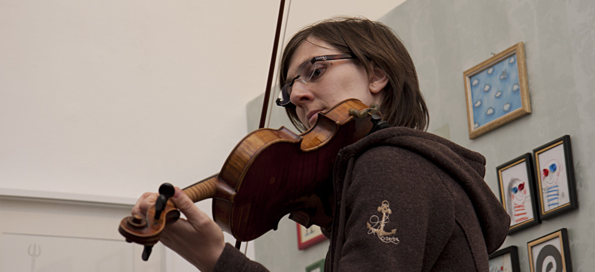 …mit Geige und…