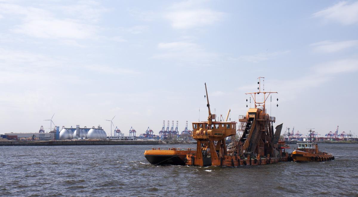 Arbeit im Hafenbecken.