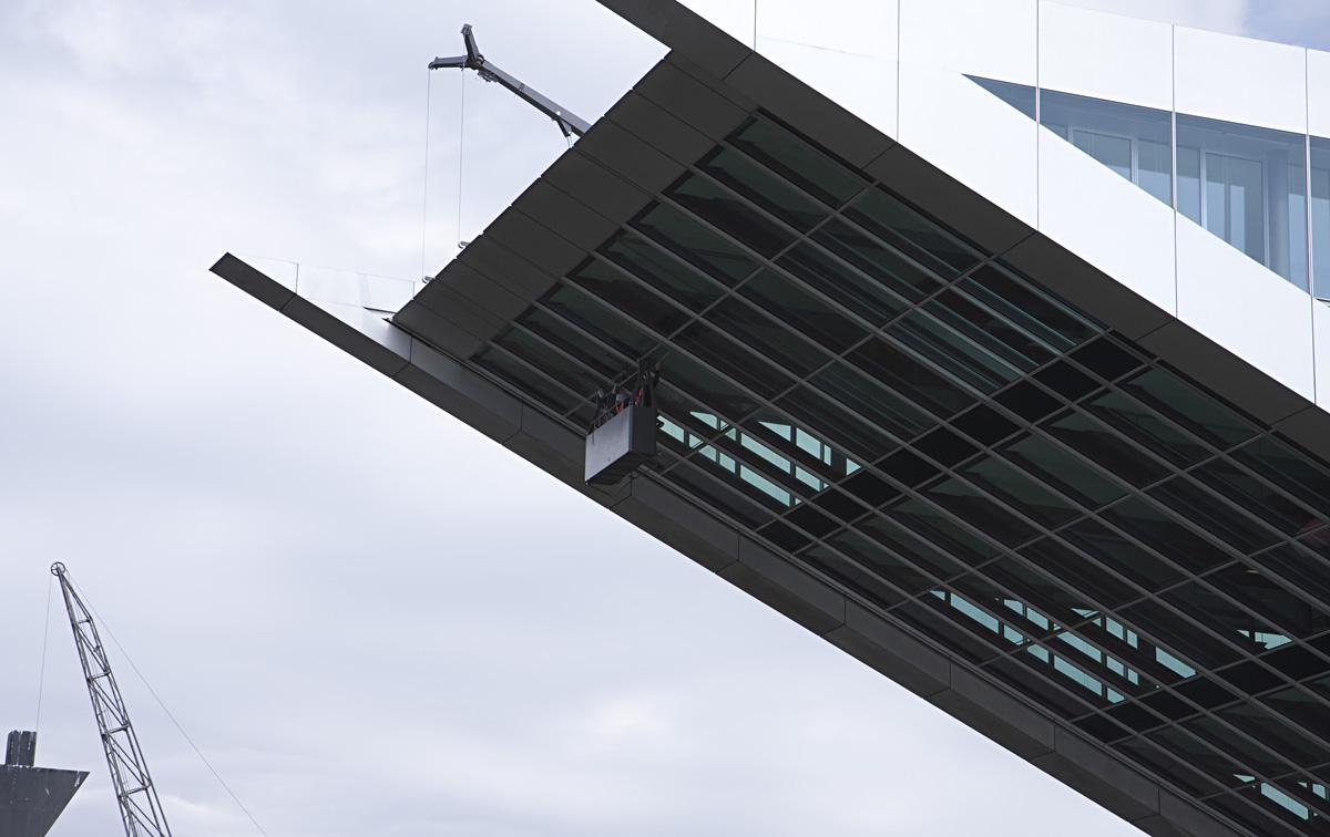 Arbeit über dem Hafenbecken – Docklands.