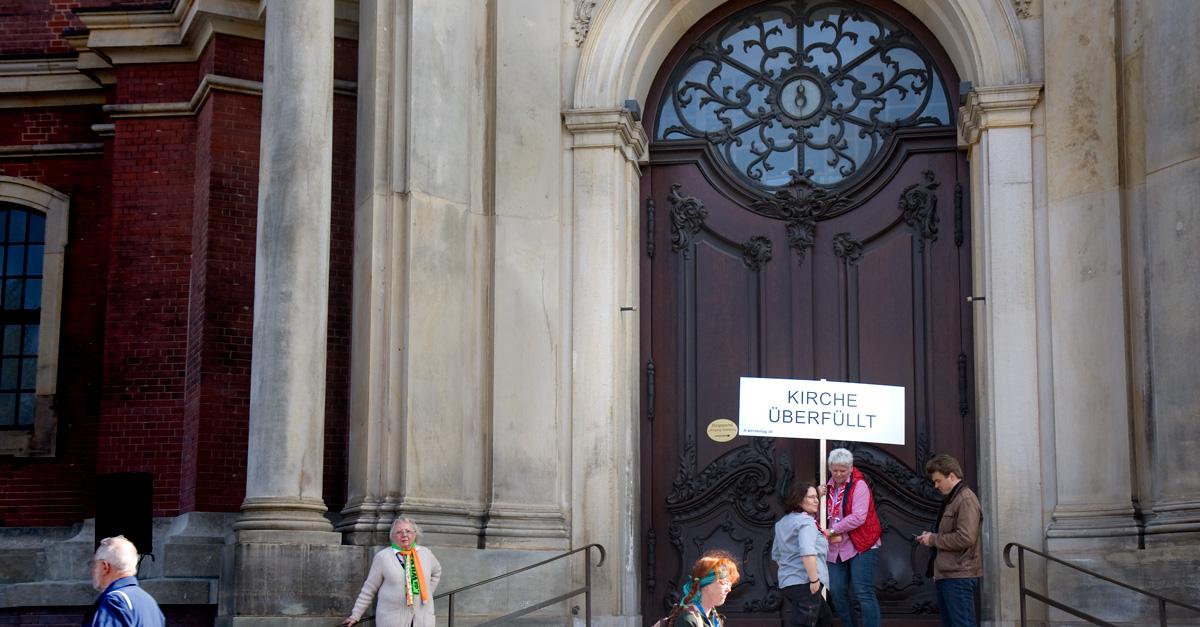 """""""Kirche überfüllt"""" – Am Kirchentag war es irgendwie vorauszusehen."""