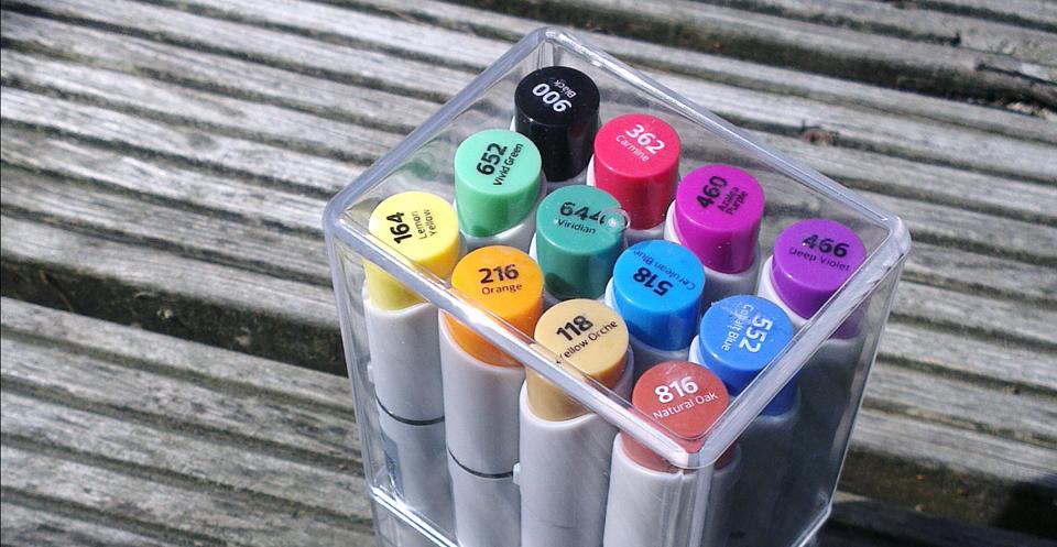 Kommen in einer schicken Acryl-Box daher – Die Stylefile Marker.