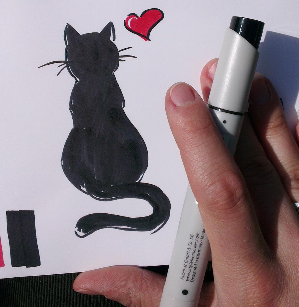 Wußte nicht recht wie Anfangen: Tiefschwarze Katze.