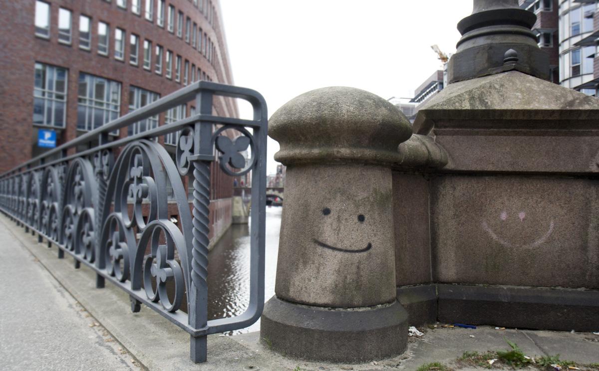 Minimalistische Streetart - Bitte lächeln.
