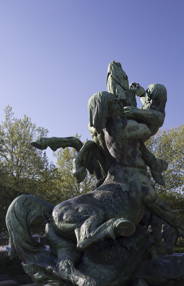 Stuhlmannbrunnen – Hamburg und Altona kämpfen um den Fisch.