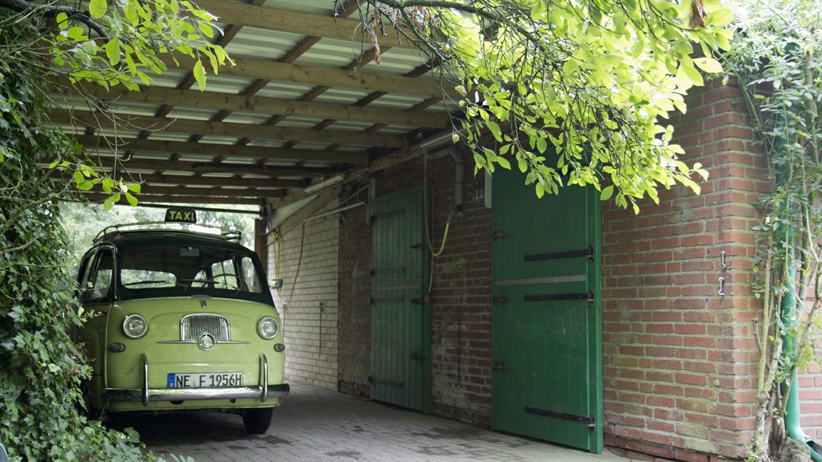 Steht schön im Trockenen - der Fiat Multipla.