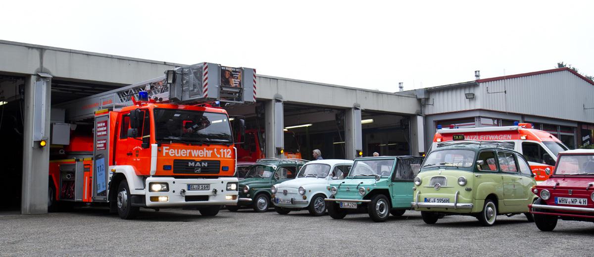 Tatü Tatta! Die Fiat 600 Freunde auf dem Hof der Freiwilligen Feuerwehr Meppen.