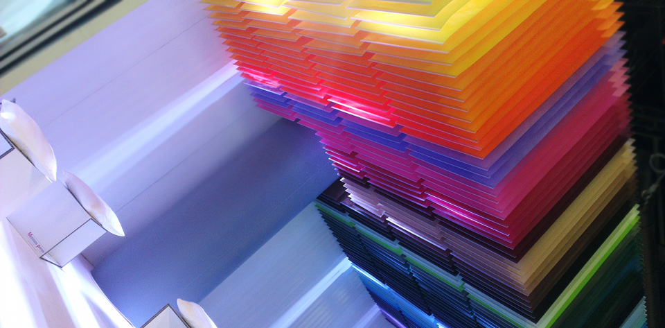 Ein Papier-Regenbogen.