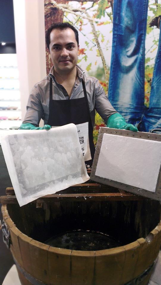 Innovation aus Portugal: Papier schöpfen aus recyclten Textilien.