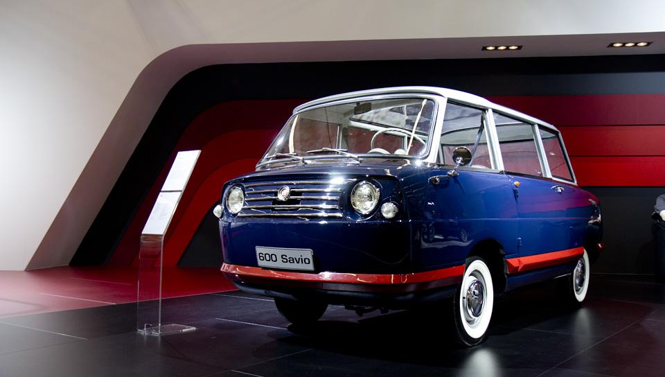 Der Seat 600 Savio erinnert auf den ersten Blick ein wenig an den italienischen Fiat Multipla.