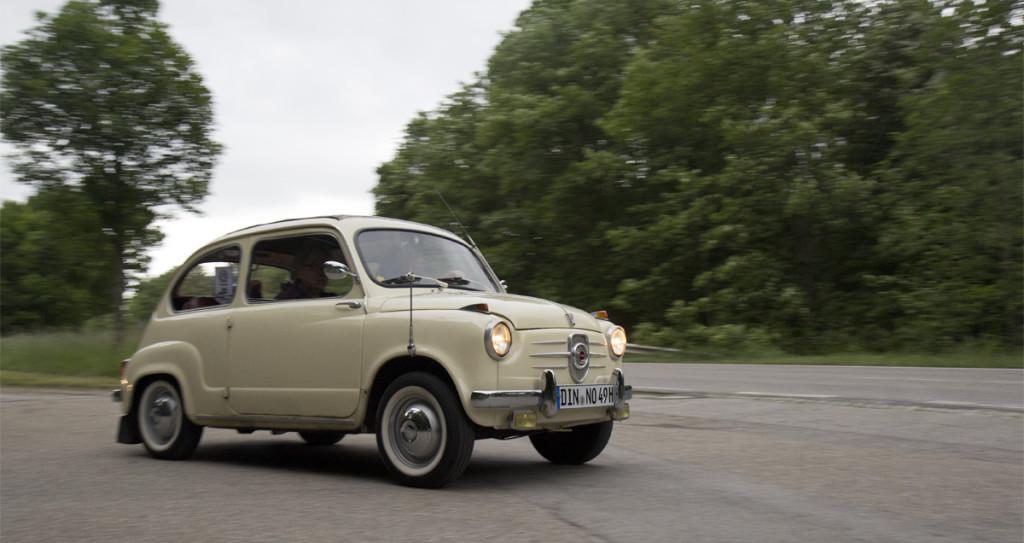 Auch der NSU Fiat gibt Gas.