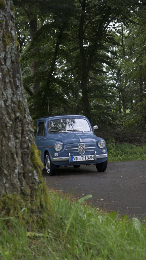 Wartet etwas abseits - der taubenblaue NSU Fiat Jagst von Torsten und Margret.