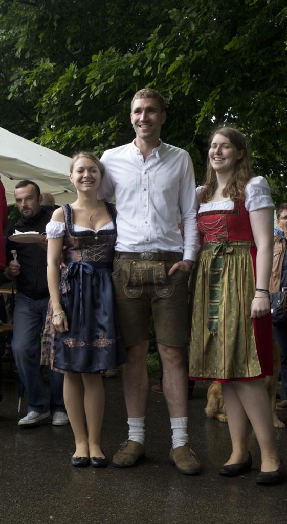 Typisch bayrischer Cateringservice an Burg Prunn.