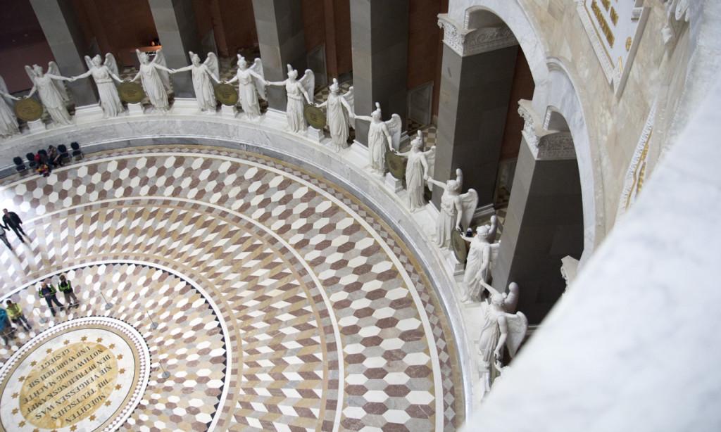 Große Runde: Die Engels-Statuen in der Befreiungshalle