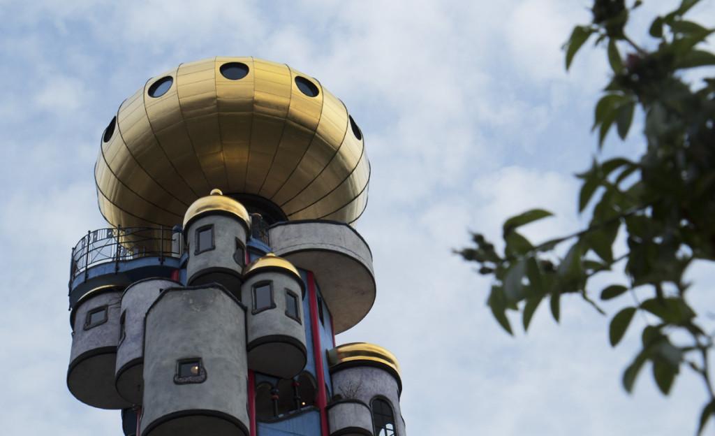 Die goldenen Kugel auf dem Bierturm in Abensberg.