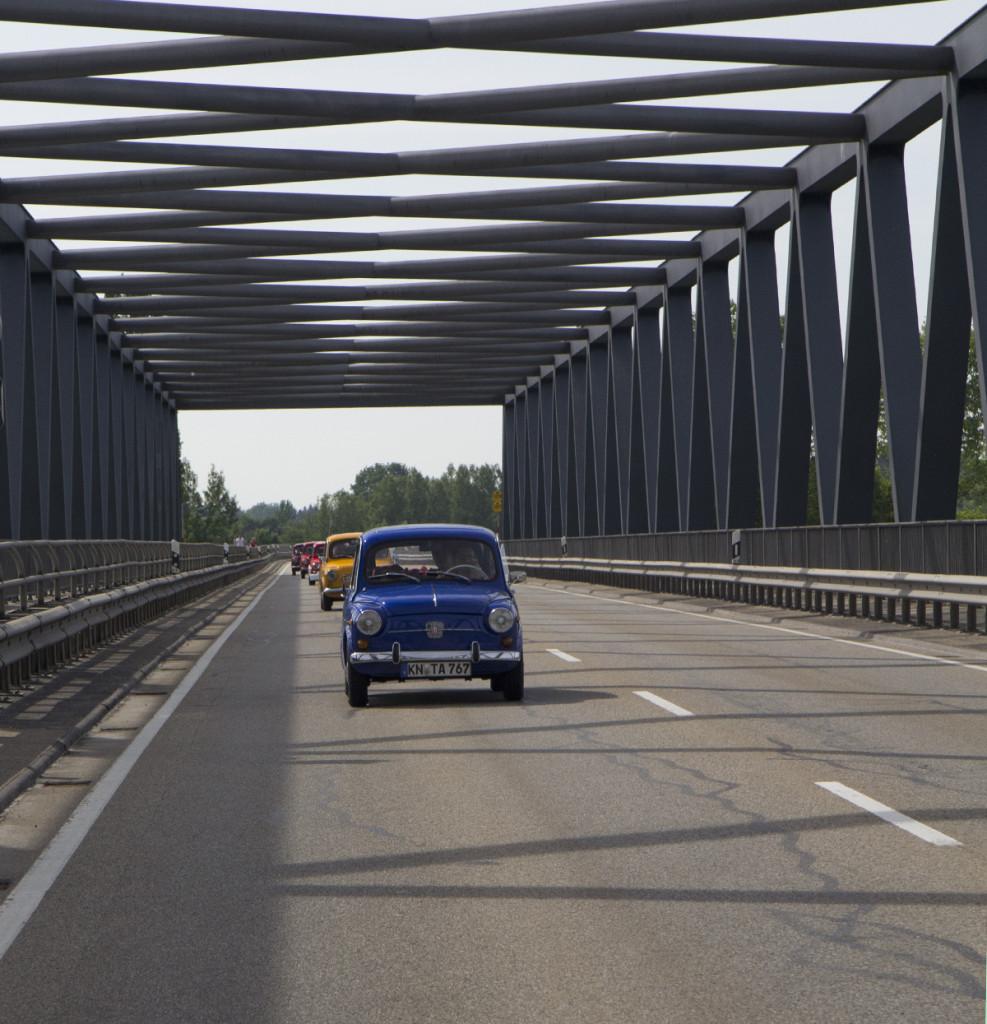 Eingerahmt von der Donaubrücke.