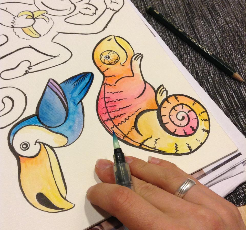 Und den Tieren Farbe geben mit Aquarellfarben und dem Wassertank-Pinsel.