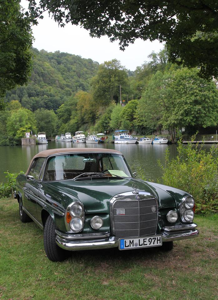 Dicht am Wasser gebaut, nein geparkt.