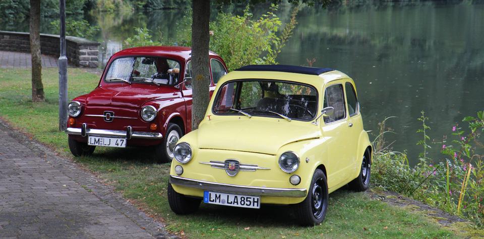 Zum Abschluss: Unsere zwei Fiat (Seat) 600er an der Lahn in Balduinstein.