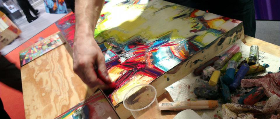 Dem Künstler über die Schulter schauen: Enkaustik am Stand des Händlers Art Select.