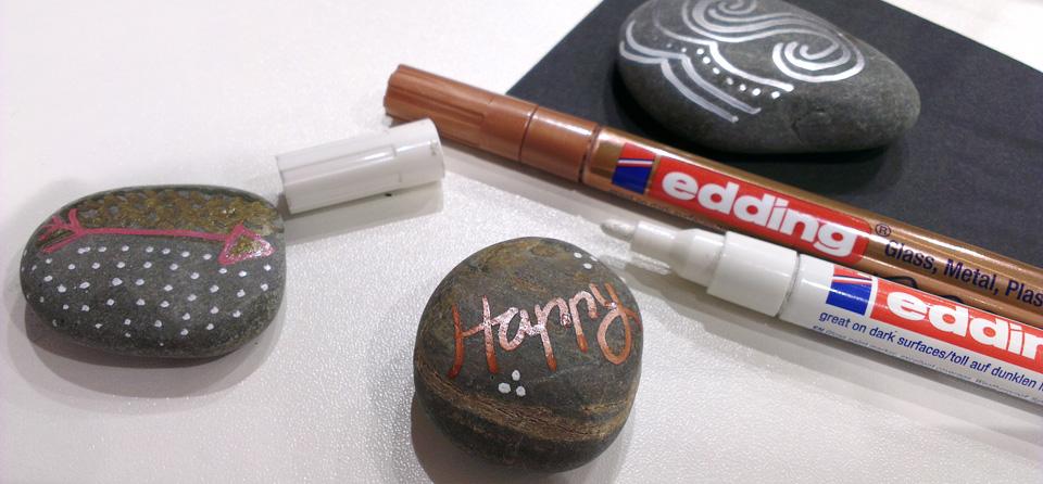 Happy - Ein kleinnes Lettering auf einem Stein dank Edding.