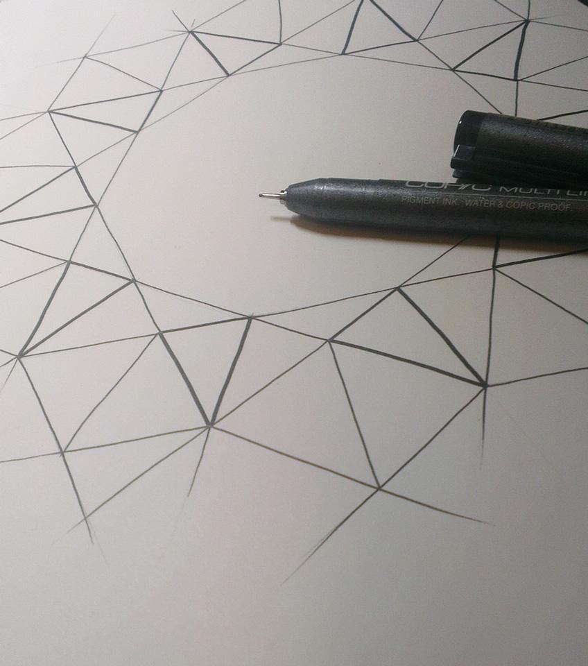 Geometrische Linien ergeben einen Kranz.