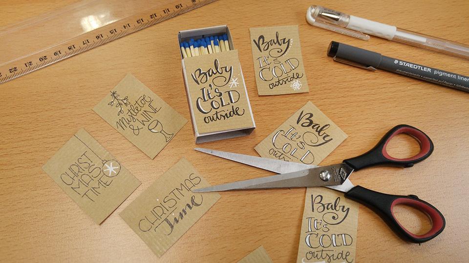 Die kleinen Papierstücke mit den Letterings zuschneiden…