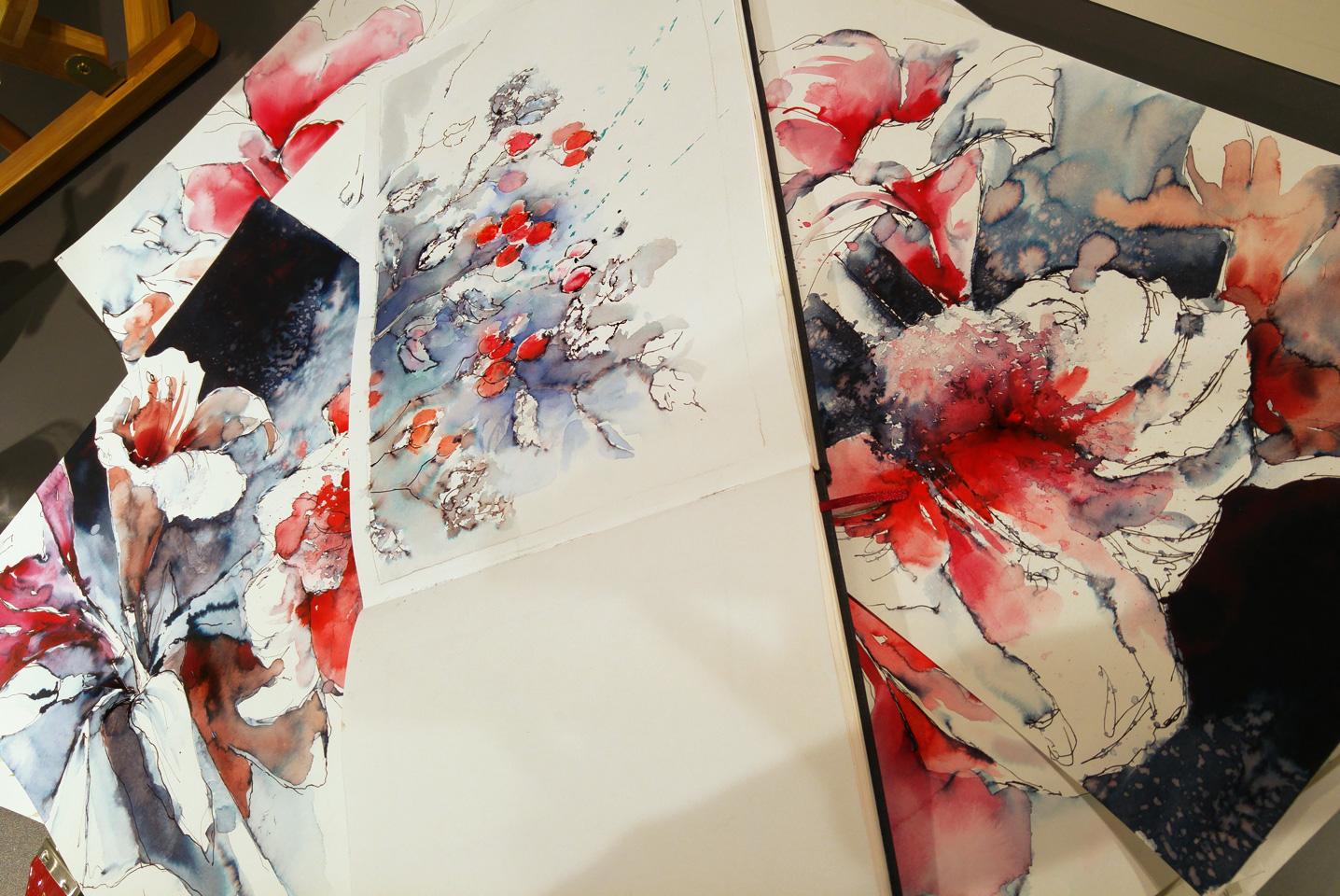 Werke in Rot und Indigo von Audry Bucks auf Hahnemühle Aquarelle Papieren.