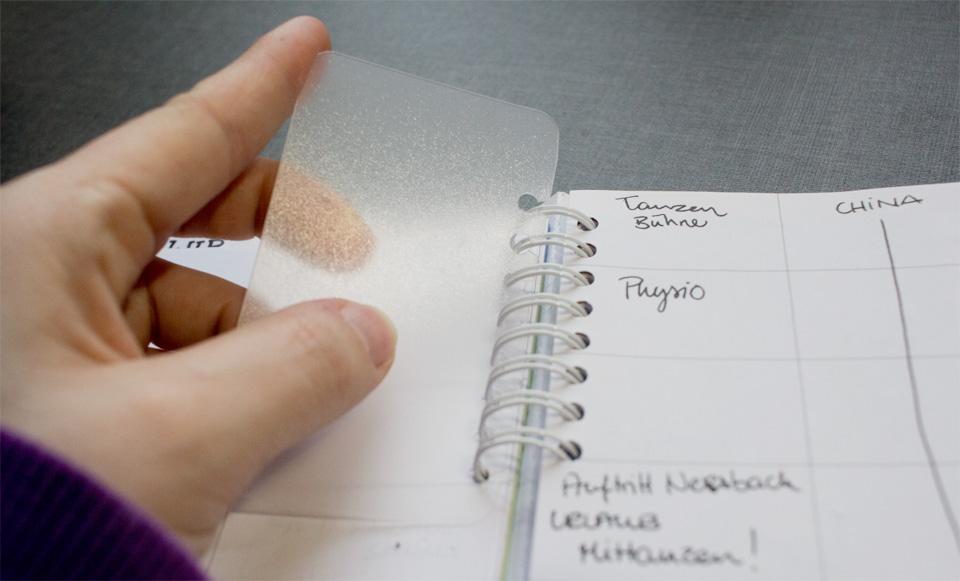 Ein kurzes Kunststoff-Register um die aktuelle Kalenderwoche schnell wieder zu finden.