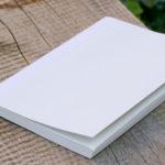 135 nummerierte Seiten, Titelseite und Index für den Inhalt finden sich in Inlay des senseBook.
