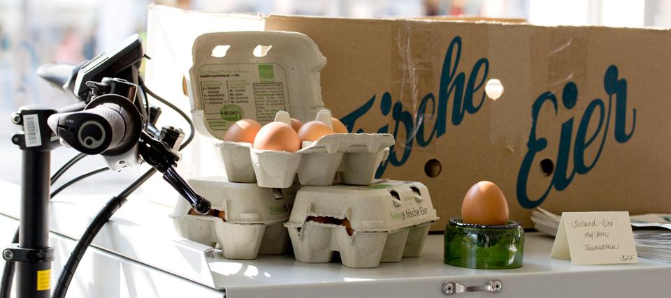 Nicht nur frische Eier werden vom Kiezkaufhaus per Fahrrad ins Stadtgebiet ausgeliefert.