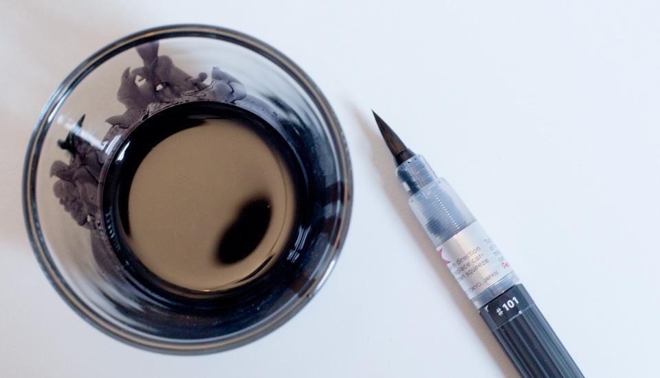 Der Pentel Aqua Brush und ein Glas voll Ecoline Farbe für jeden Teilnehmer.