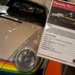Das bunteste Auto der Messe: Porsche 911 Turbo Targa – Unikat im Polaroid Regenbogen Design.