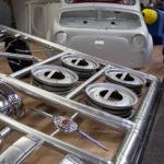 Alles Einzelteile für den Modellbau noch in ihrem Gitter – Fiat 500.