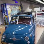 """Das fertige """"Model"""" vor dem Tamiya Kasten auf dem Stand des Fiat 500 Forum."""