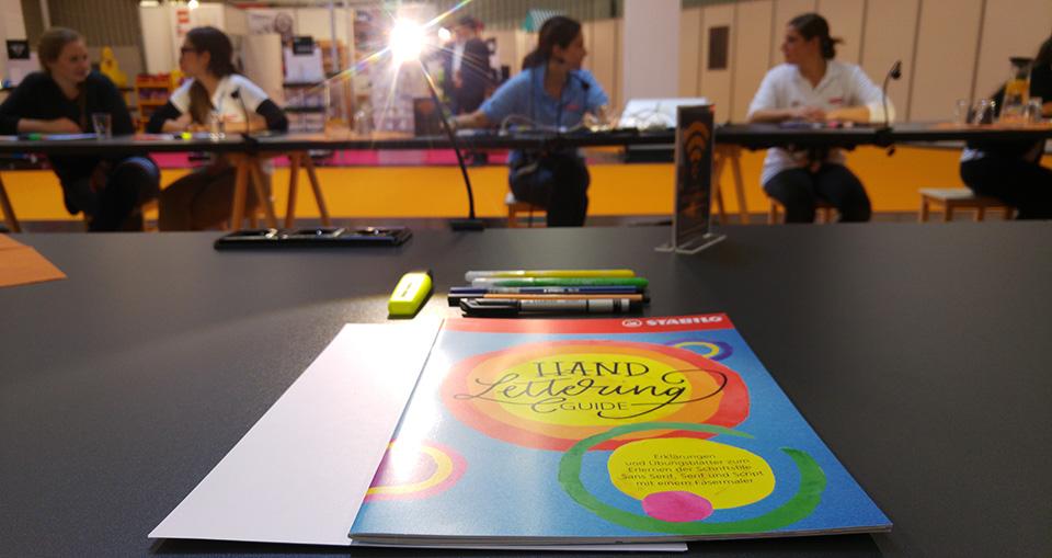 Workshop in der Insightsx-Arena mit Frau Hölle und Stabilo zum Thema Handlettering.